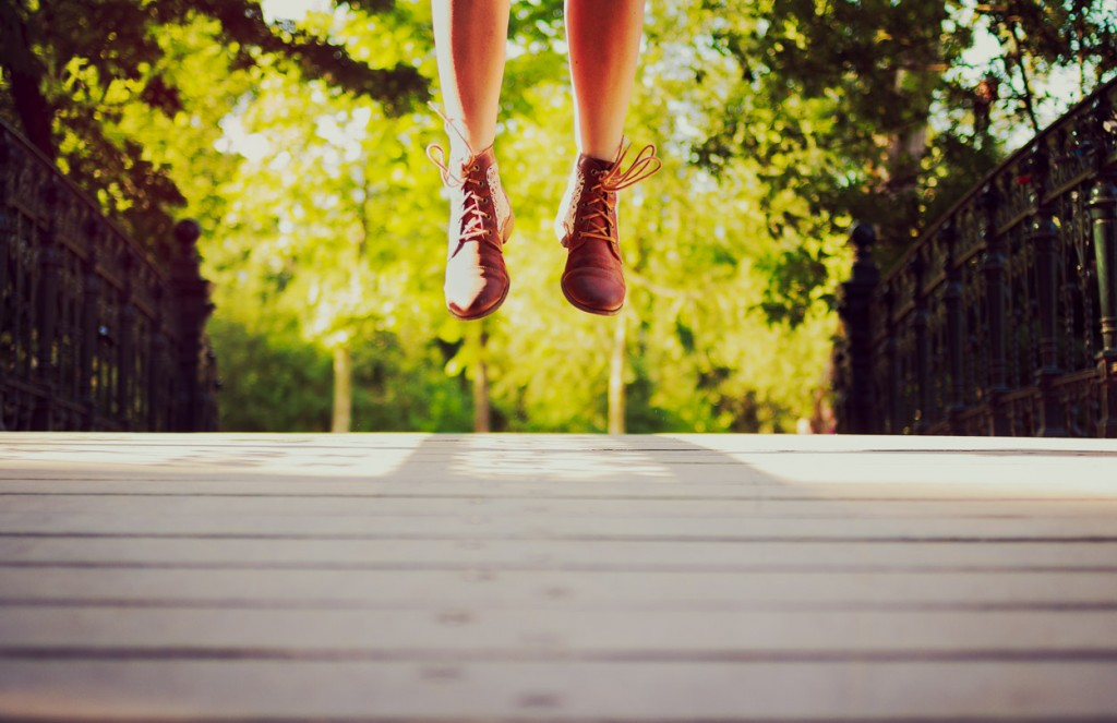 Feet jumping in Vondelpark by Noukka Signe